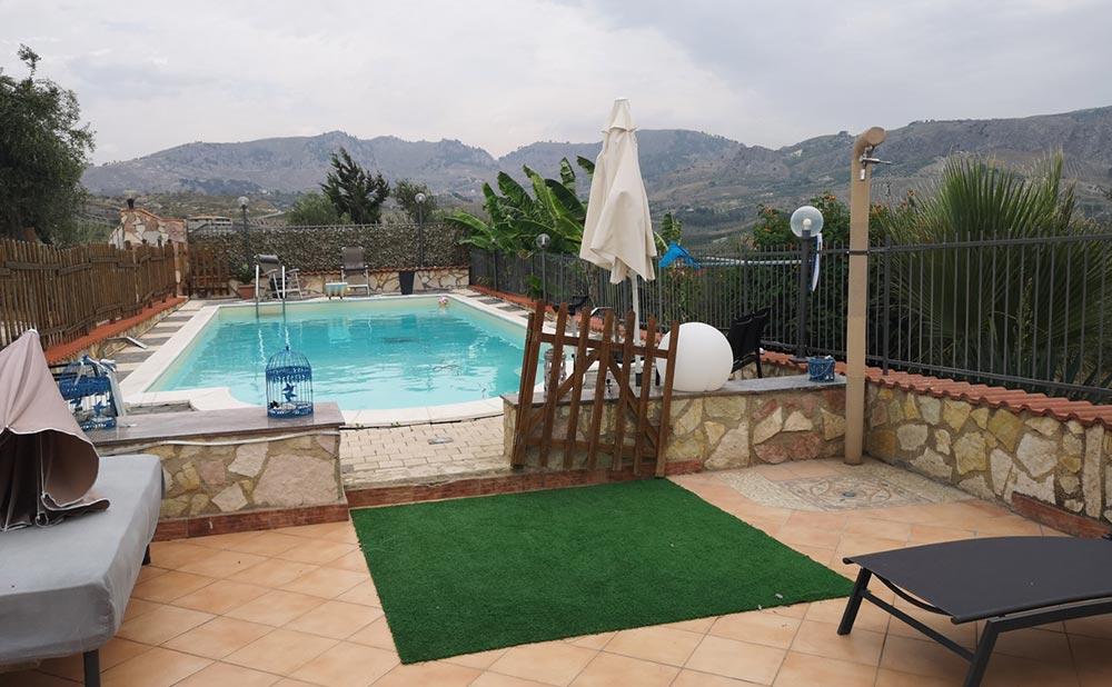 villa-francavilla-urlaub-ferienvilla-sizilien-mieten-pool